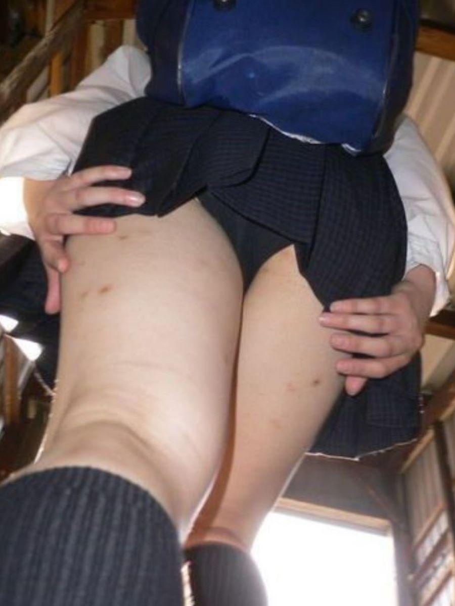 スカート押さえてる JK画像 81