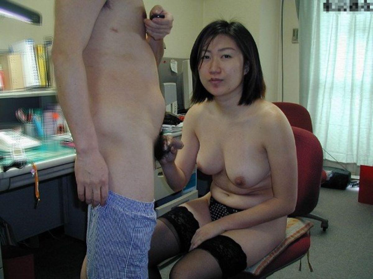 人妻 熟女 手コキ画像 31