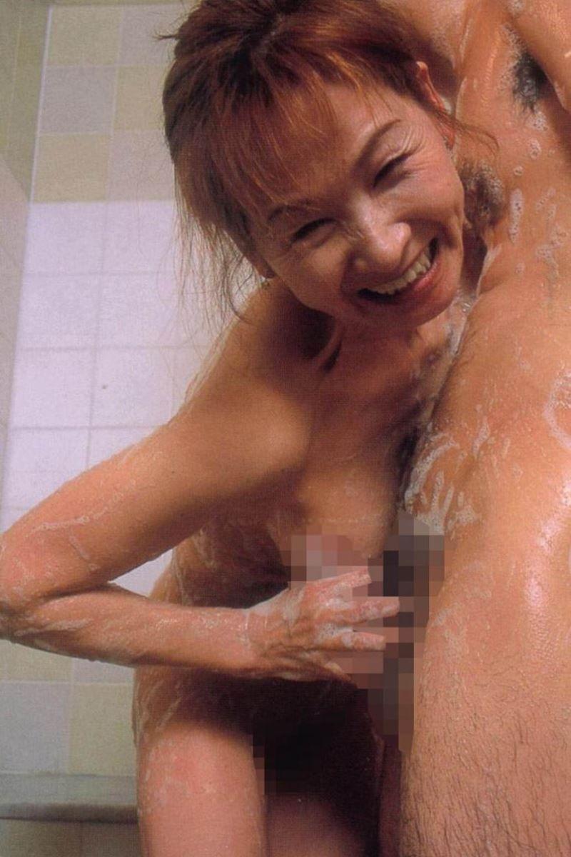 人妻 熟女 手コキ画像 44