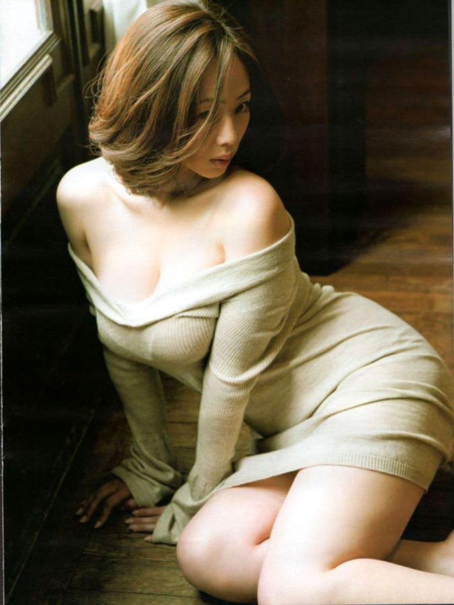 ニット 着衣巨乳 エロ画像 6