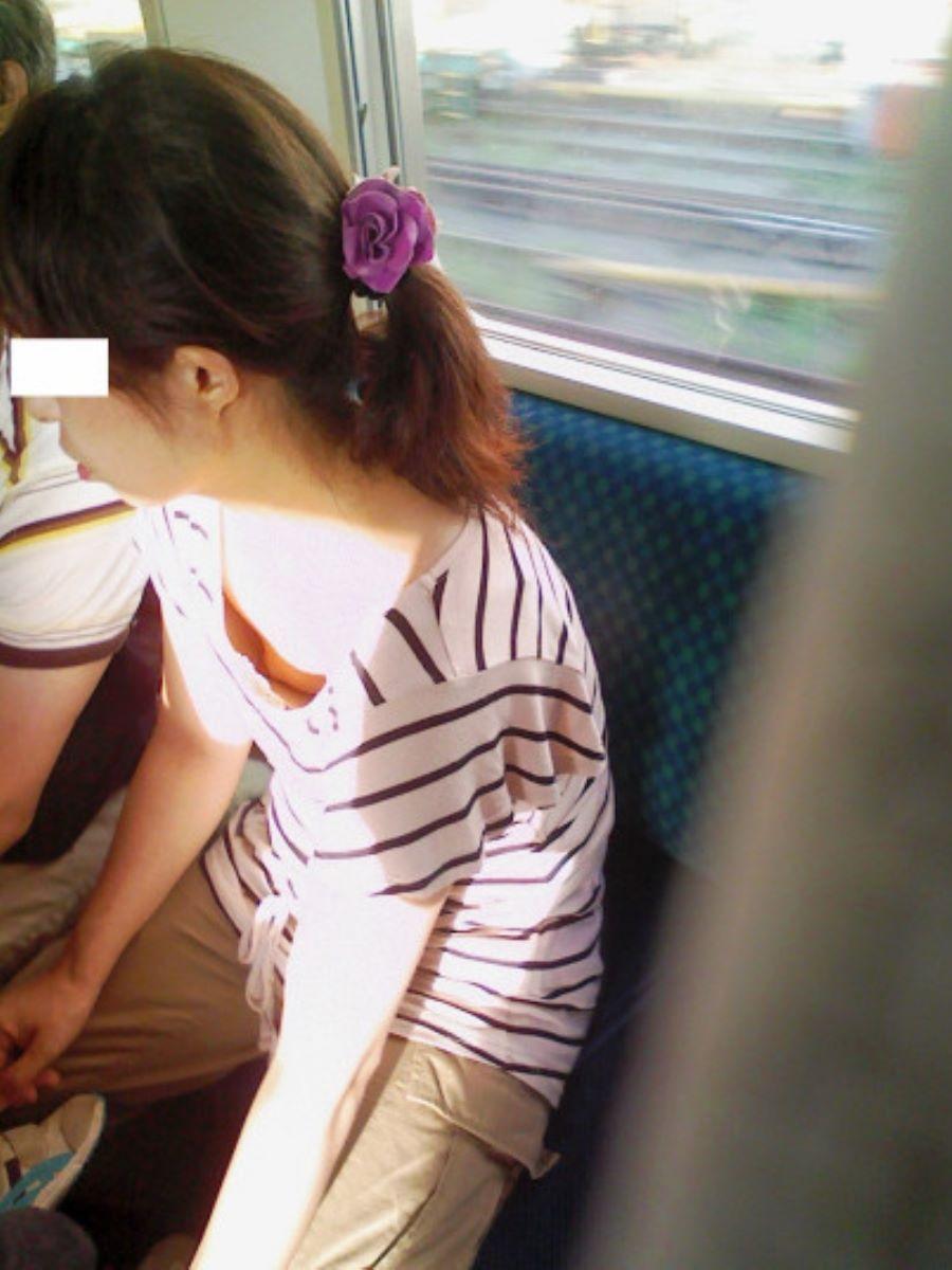 バス 電車 胸チラ画像 110