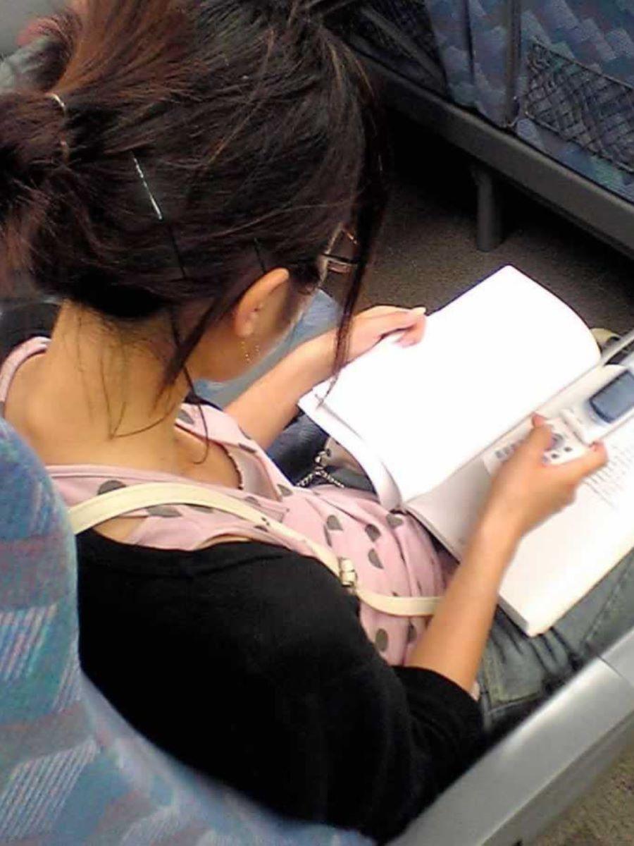 バス 電車 胸チラ画像 128