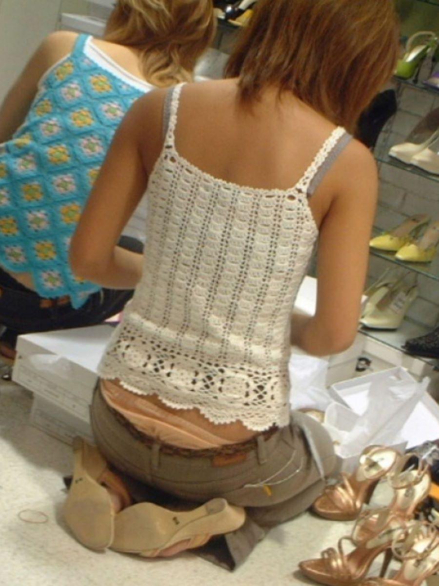 女性店員 ハミパン パンチラ画像 6