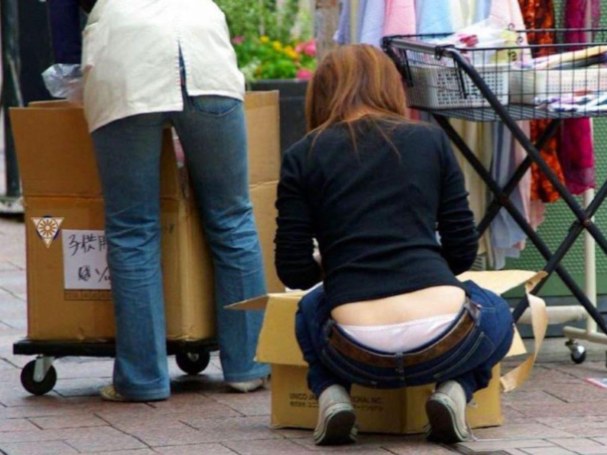 女性店員 ハミパン パンチラ画像 19