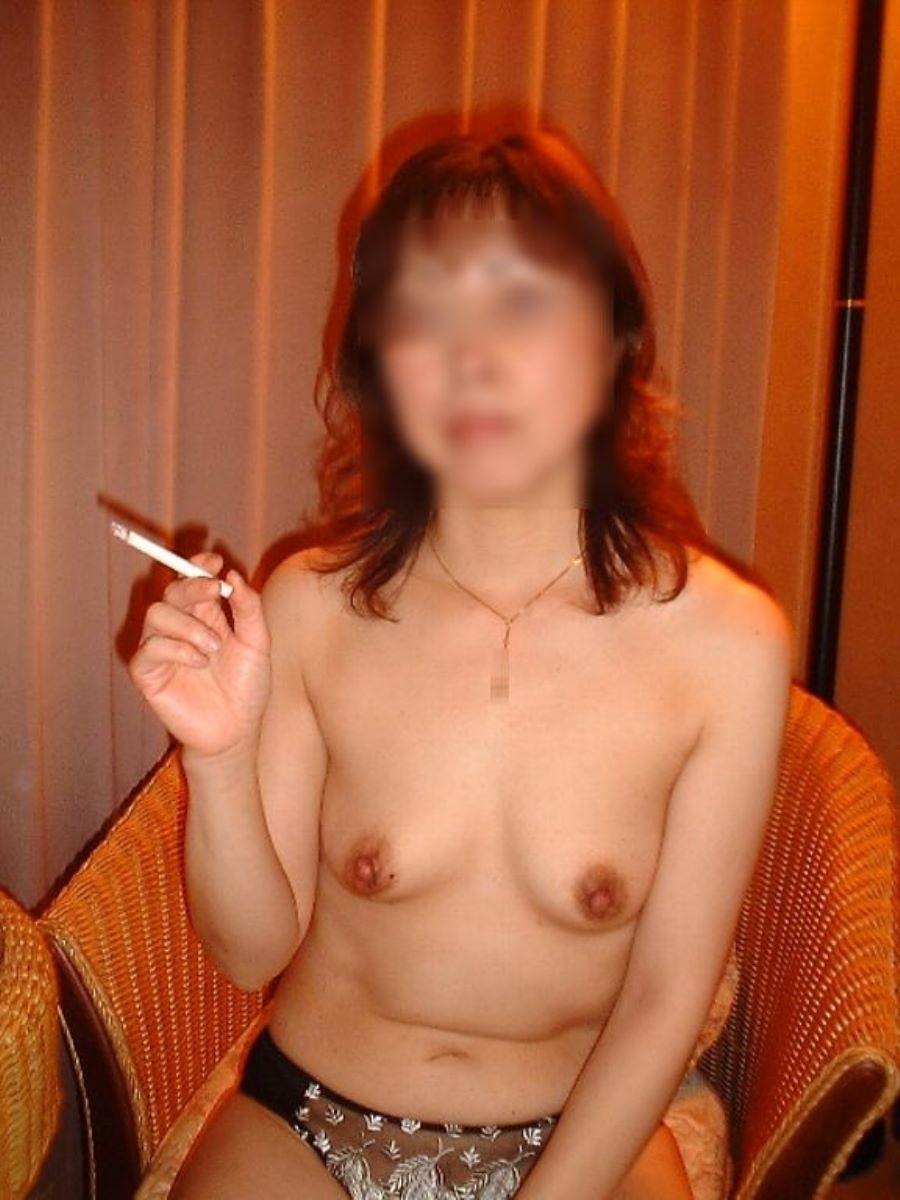 彼女 セフレ 喫煙 エロ画像 11