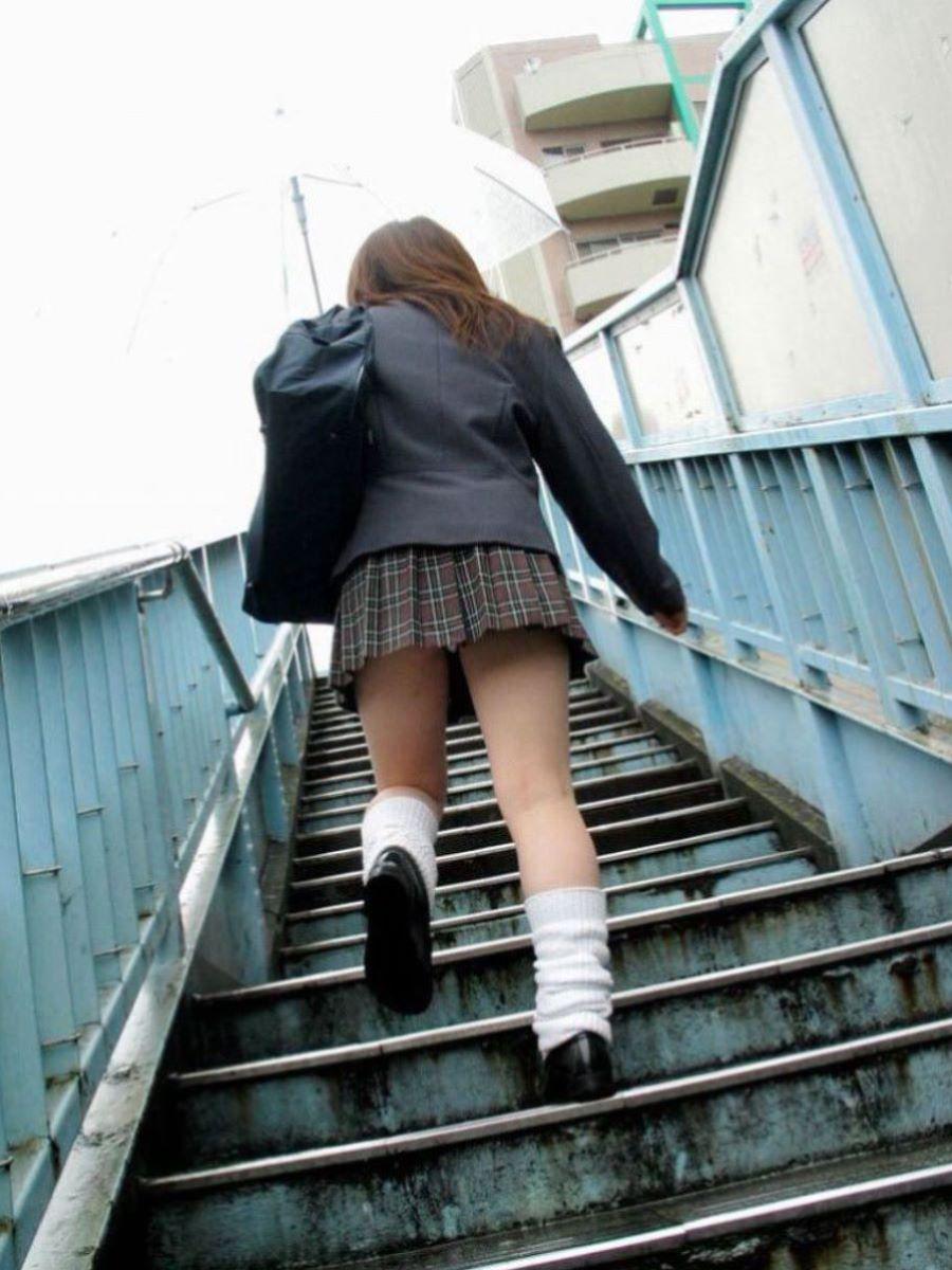 ミニスカJK 階段パンチラ 画像 24