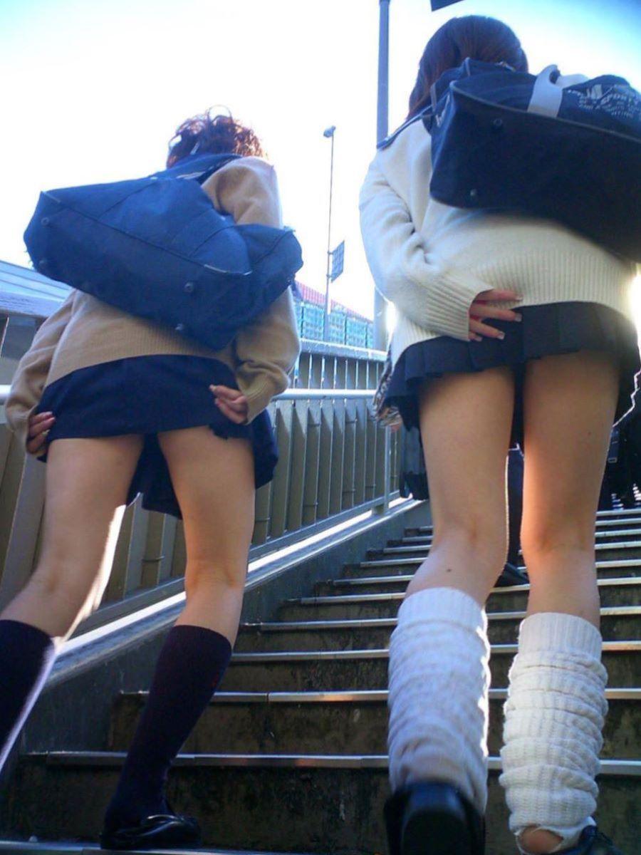 ミニスカJK 階段パンチラ 画像 31