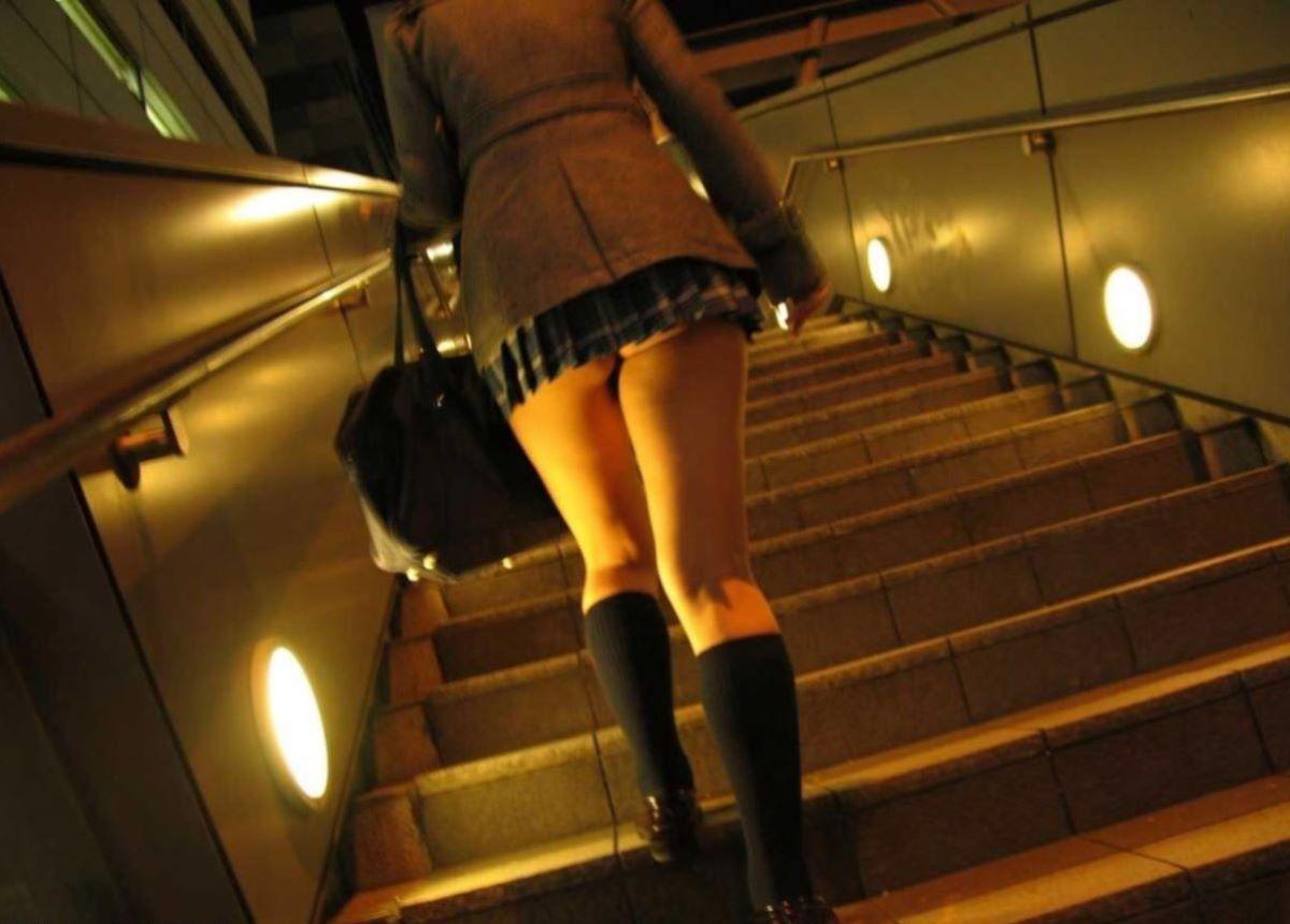 ミニスカJK 階段パンチラ 画像 54