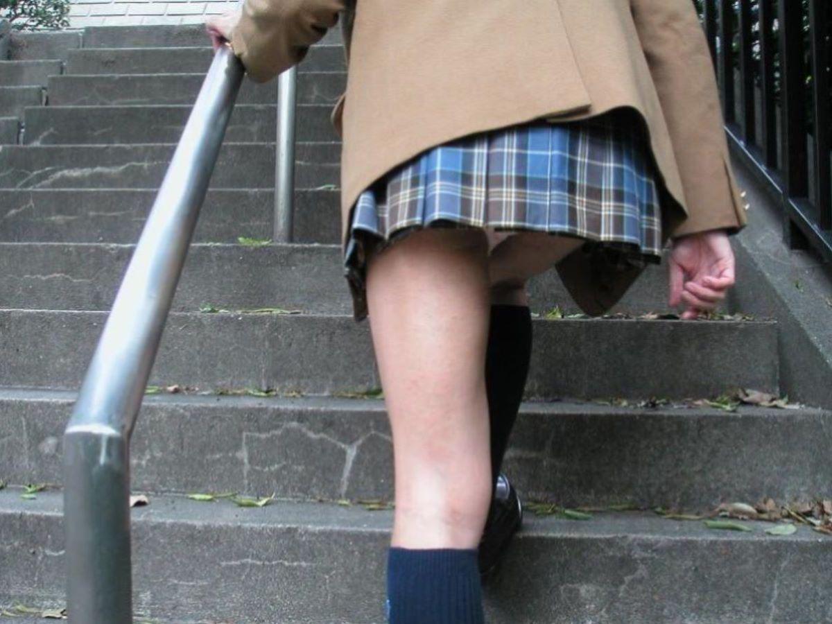 ミニスカJK 階段パンチラ 画像 68