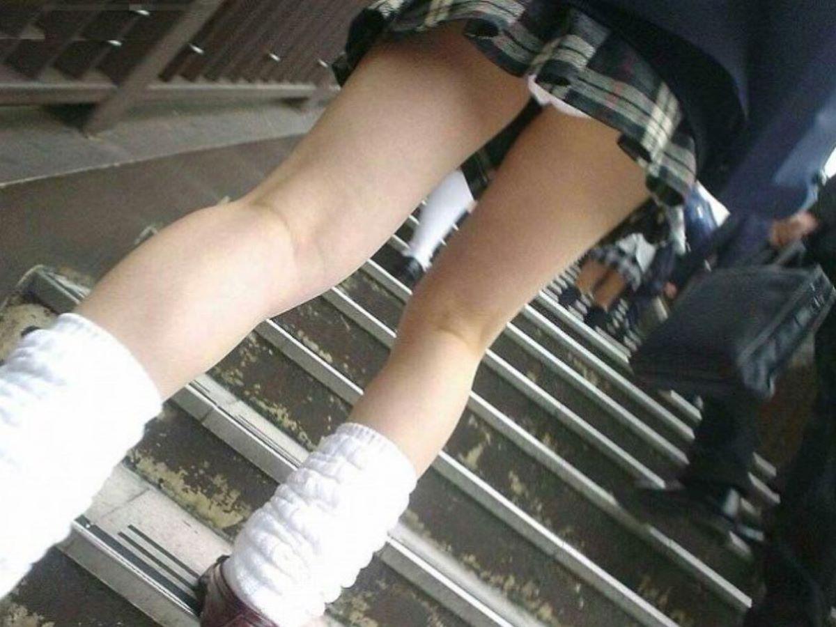 ミニスカJK 階段パンチラ 画像 93