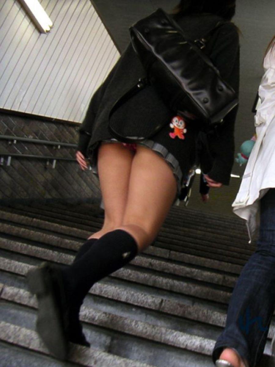 ミニスカJK 階段パンチラ 画像 94