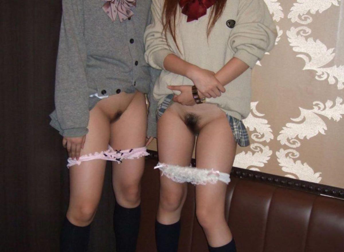 女子高生がパンツ下ろして陰毛を晒すJKマン毛画像