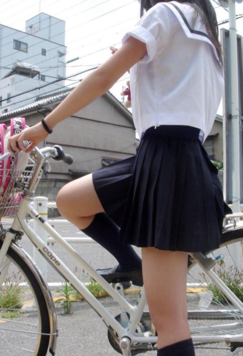 自転車通学 ミニスカ JK画像 3
