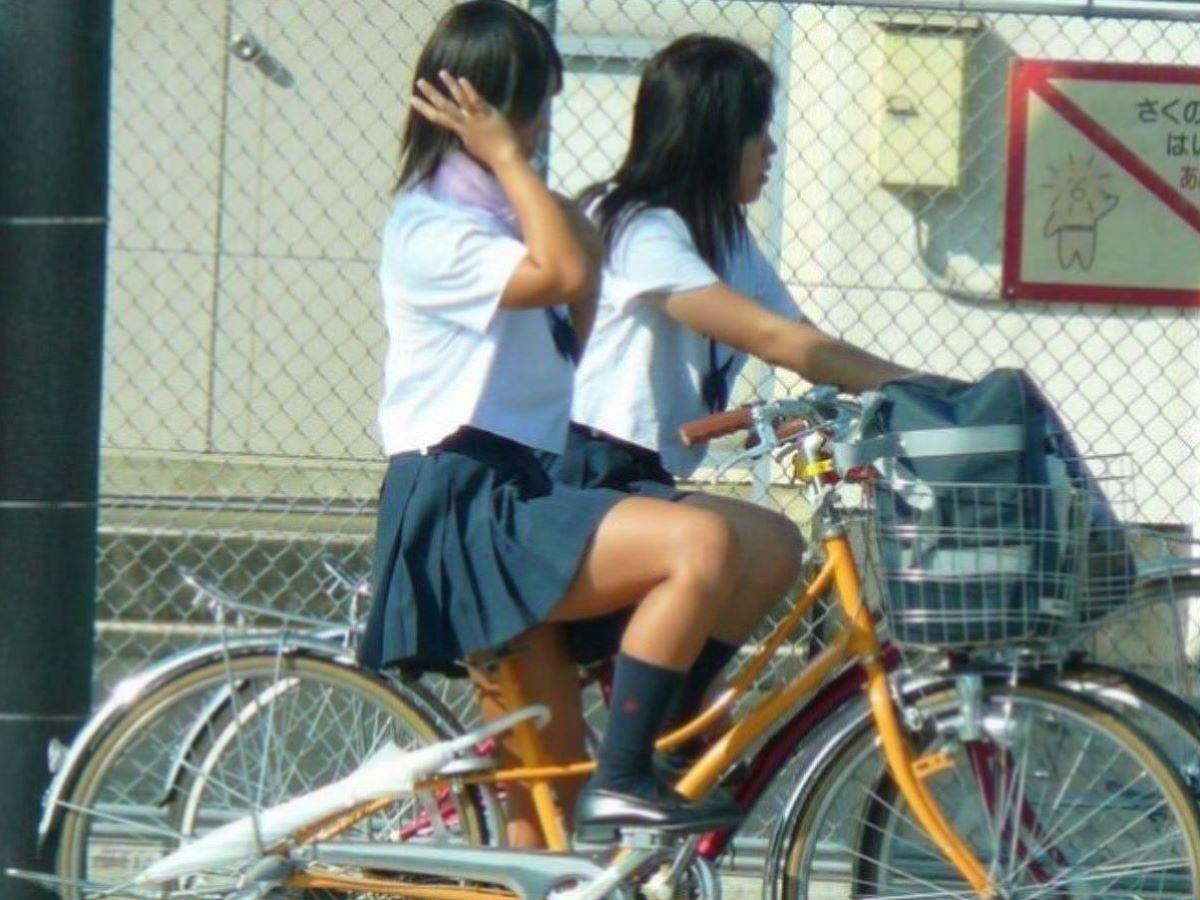 自転車通学 ミニスカ JK画像 4