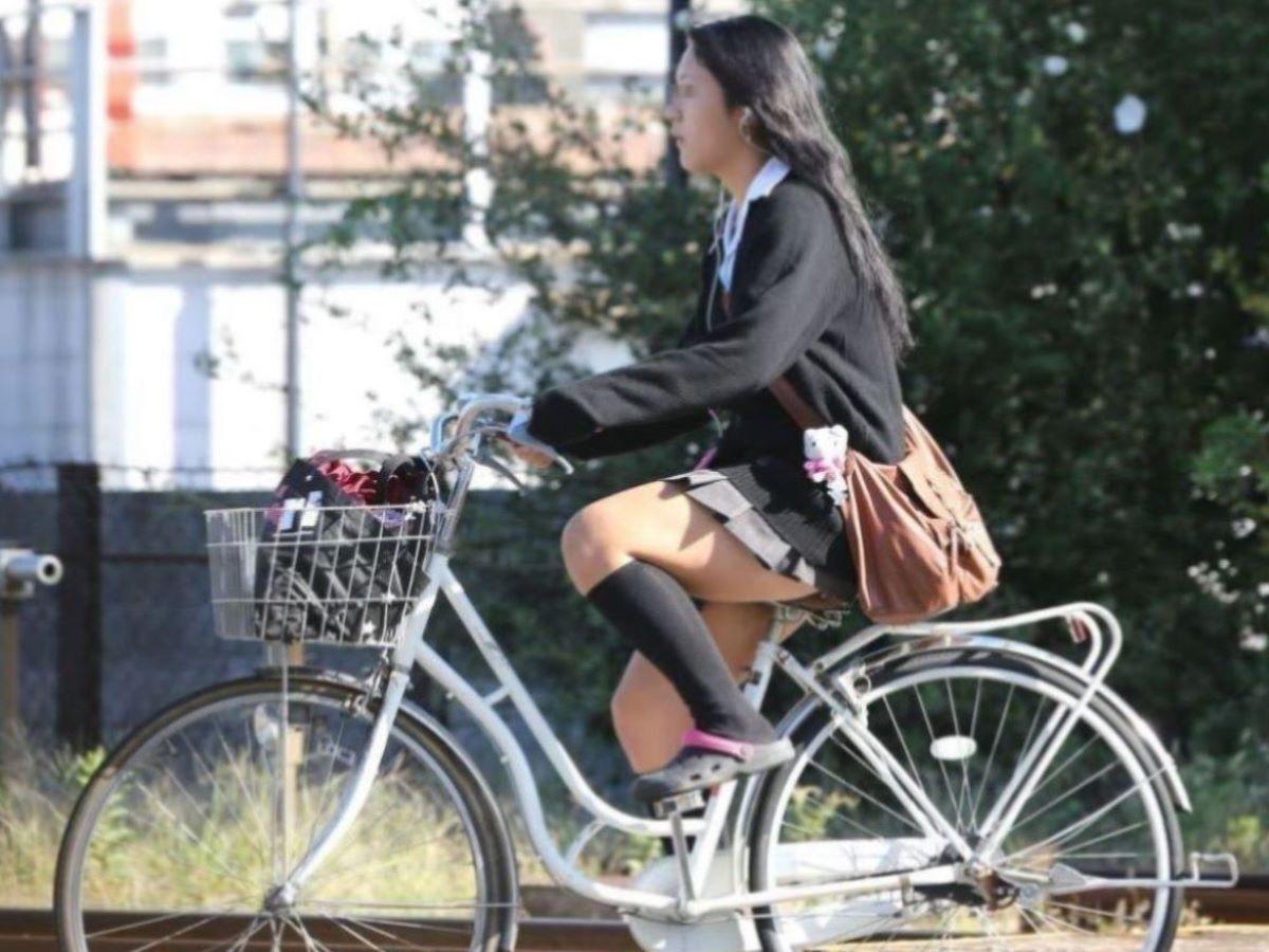 自転車通学 ミニスカ JK画像 9