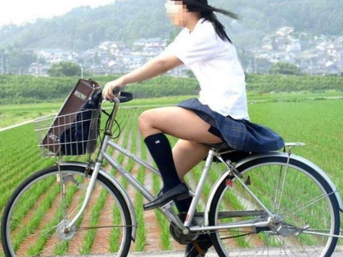 自転車通学のミニスカJK画像!太もも丸見えの140枚