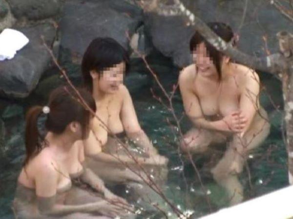 露天風呂 入浴中 素人女性 盗撮 エロ画像 1