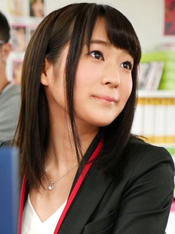 某AVメーカー新人女子社員 堀江亜季 エロ画像 1