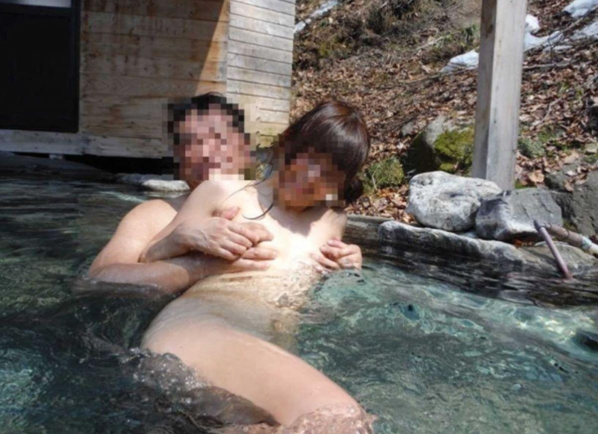 混浴 露天風呂 素人 熟女 ヌード画像 8