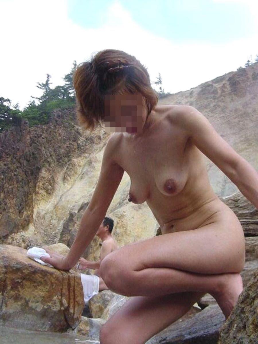 混浴 露天風呂 素人 熟女 ヌード画像 19