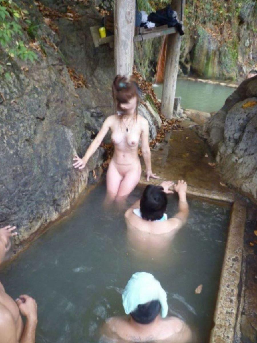 混浴 露天風呂 素人 熟女 ヌード画像 23