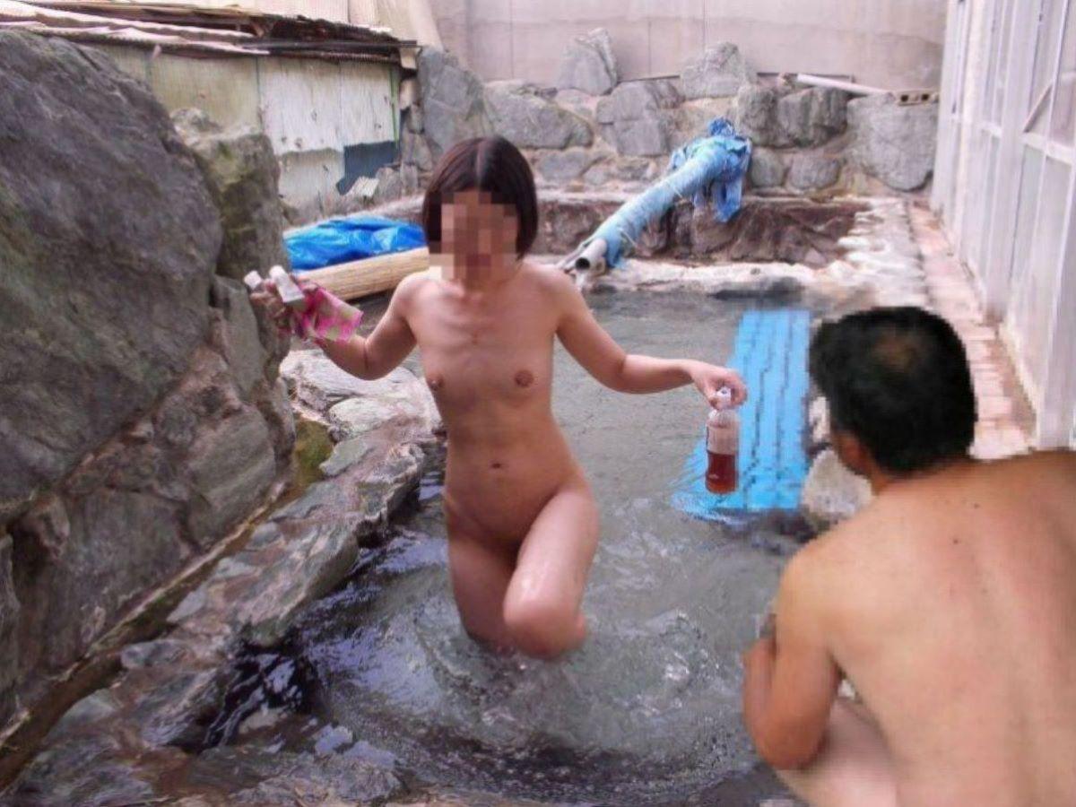 混浴 露天風呂 素人 熟女 ヌード画像 27