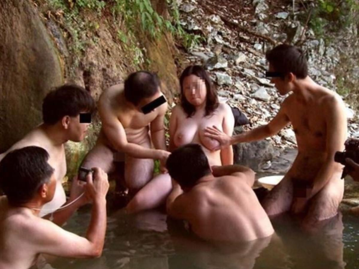 混浴 露天風呂 素人 熟女 ヌード画像 33
