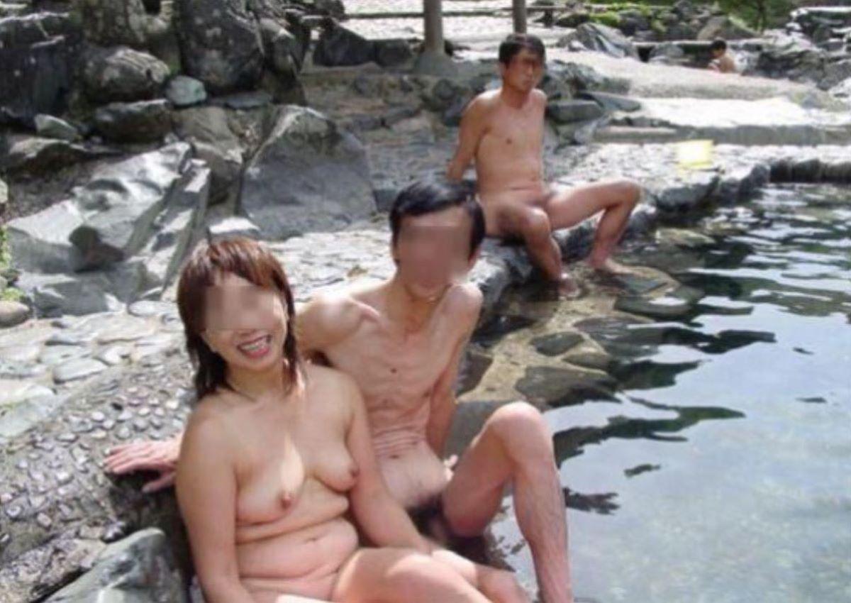 混浴 露天風呂 素人 熟女 ヌード画像 41