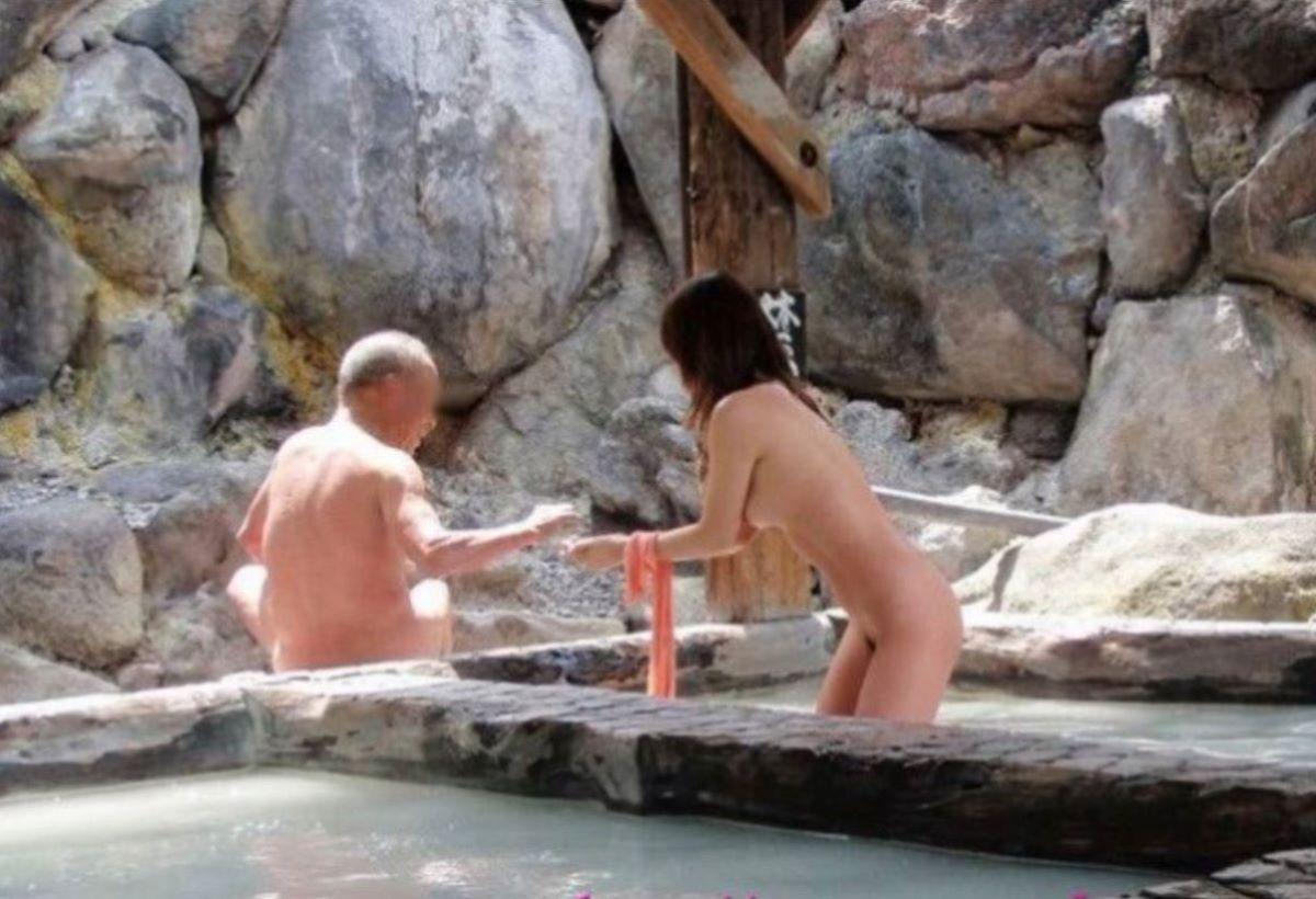 混浴 露天風呂 素人 熟女 ヌード画像 42