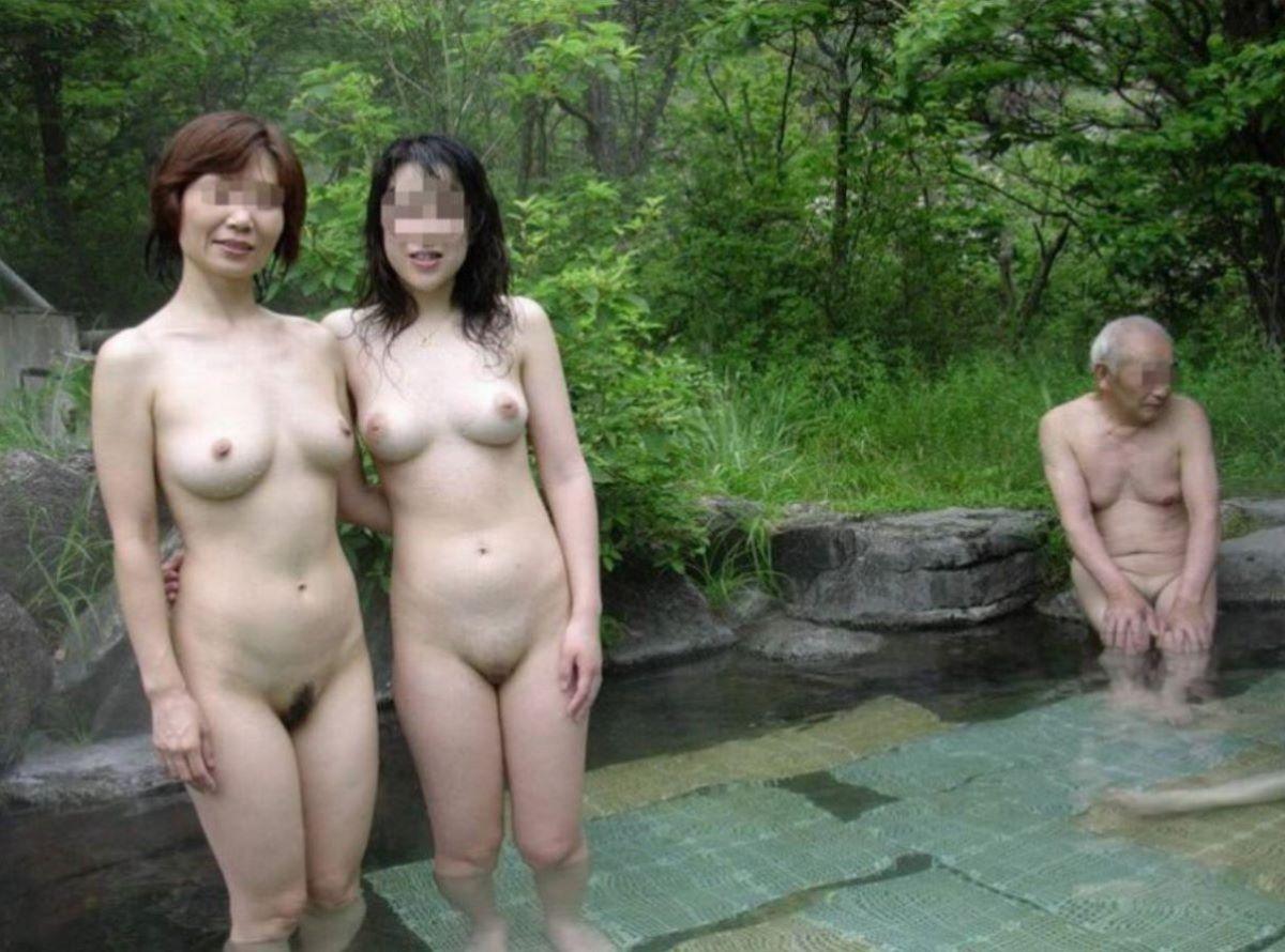 混浴 露天風呂 素人 熟女 ヌード画像 46