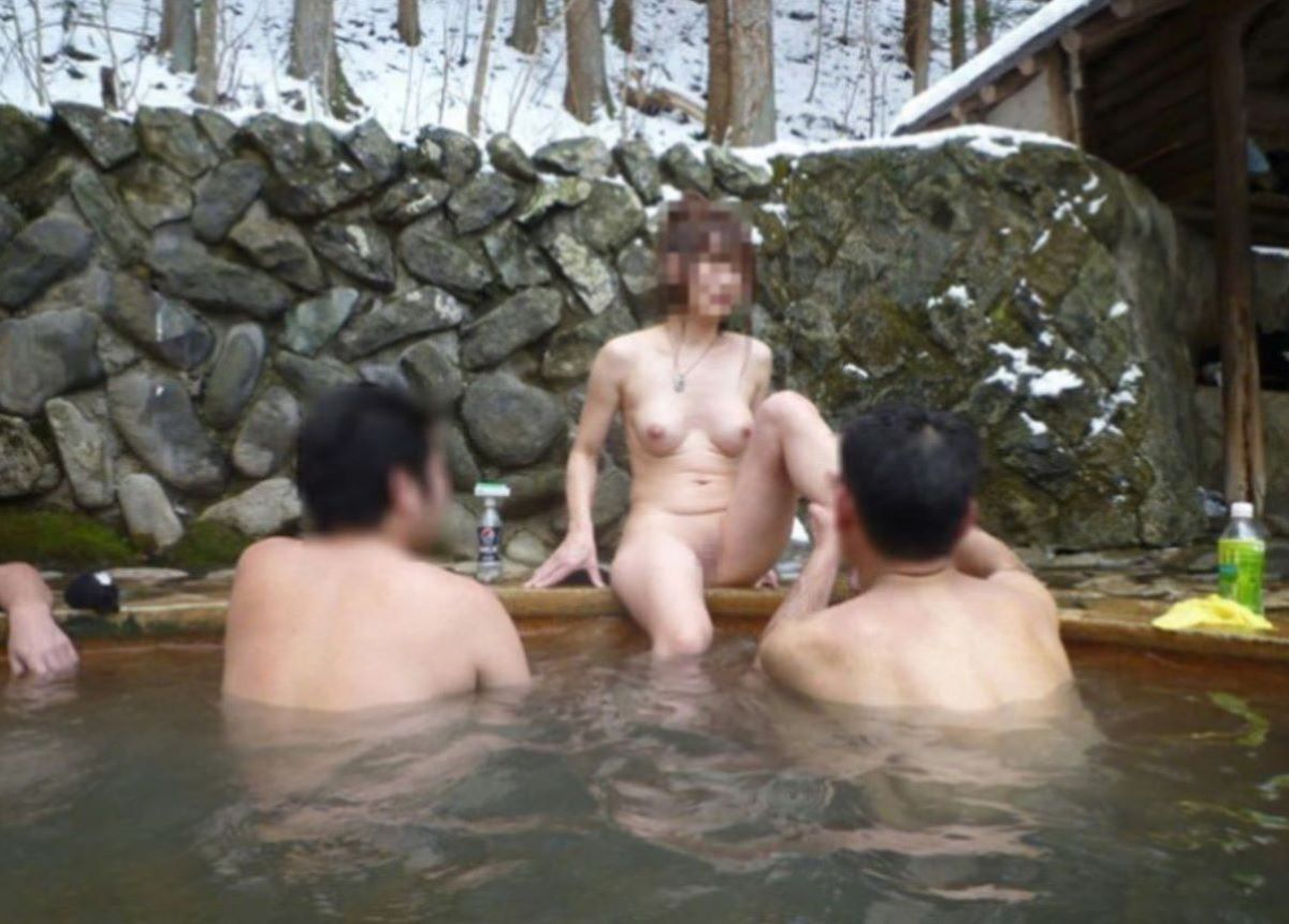 混浴 露天風呂 素人 熟女 ヌード画像 47