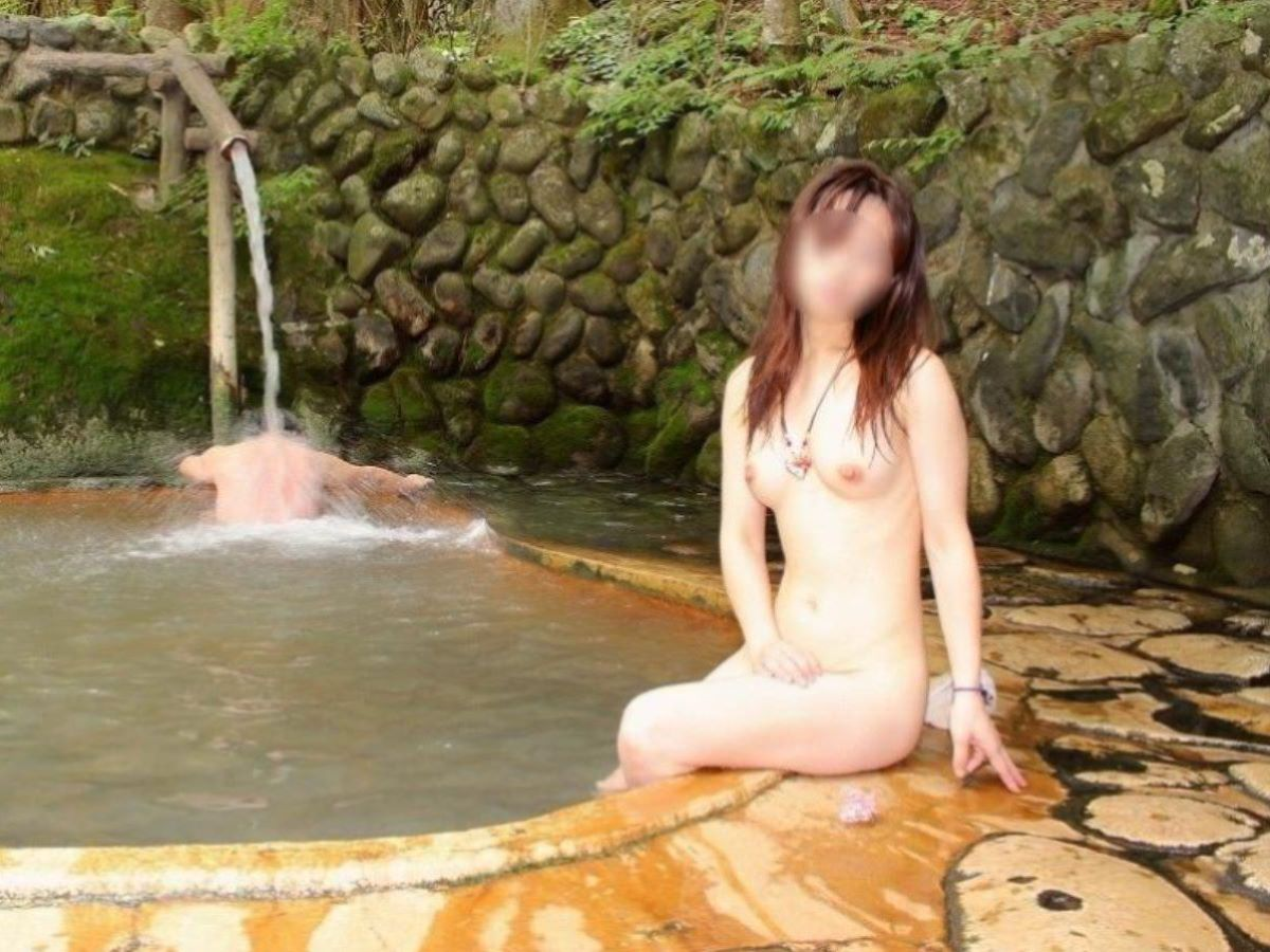 混浴 露天風呂 素人 熟女 ヌード画像 57