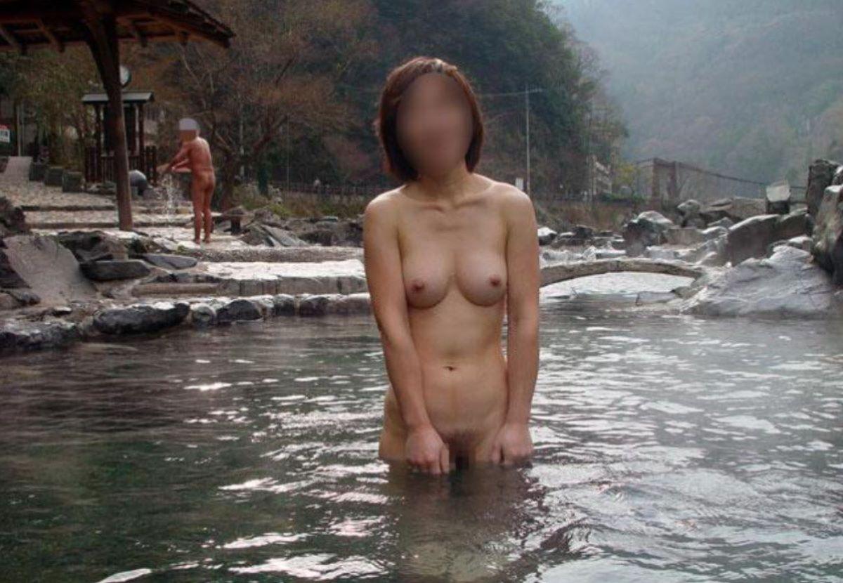 混浴 露天風呂 素人 熟女 ヌード画像 91
