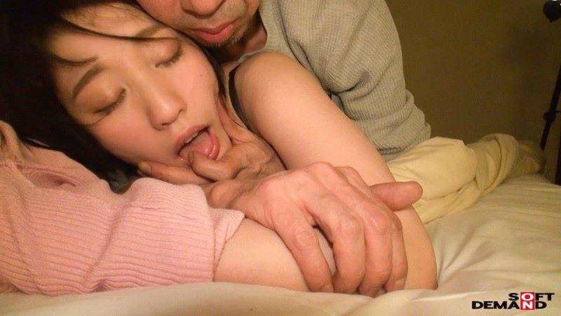 受付嬢 梨々花 エロ画像 12