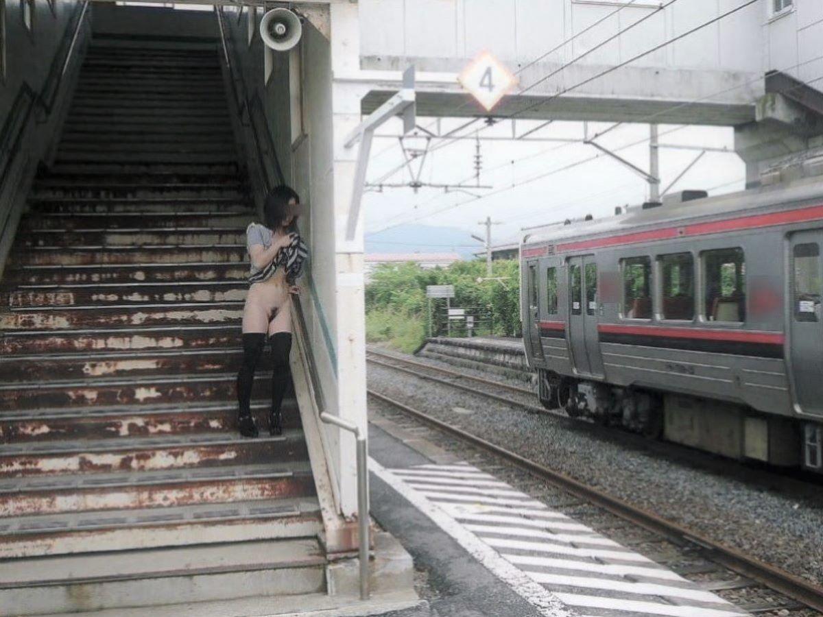 駅構内 駅周辺 野外露出画像 3
