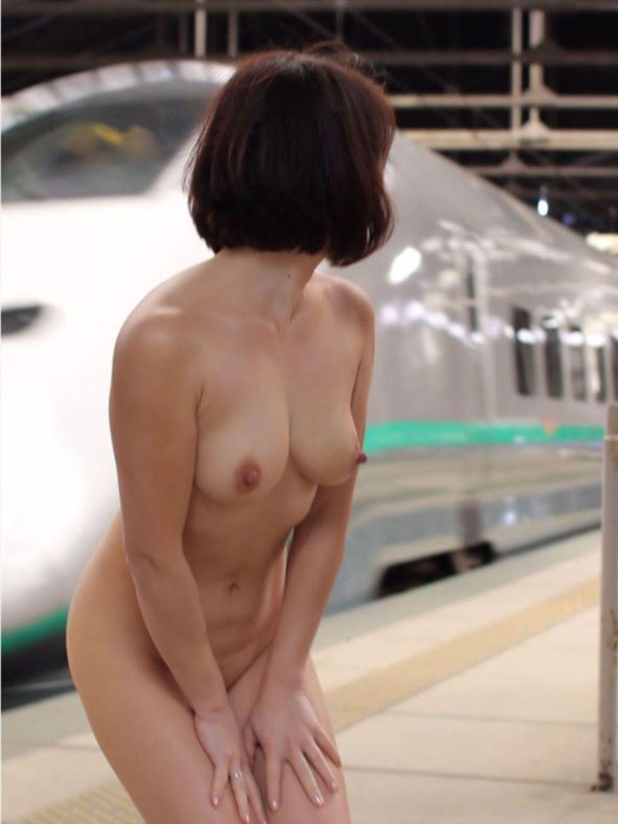 駅構内 駅周辺 野外露出画像 76