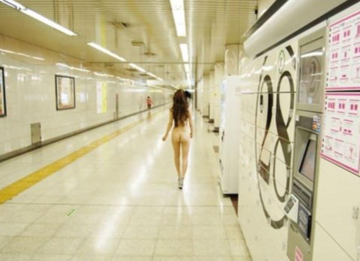 駅構内 駅周辺 野外露出画像 89