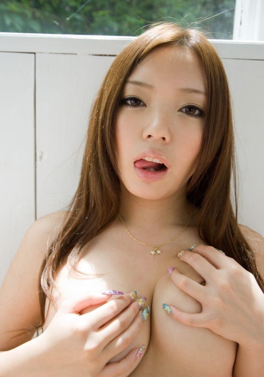 巨乳 手ブラ画像 13