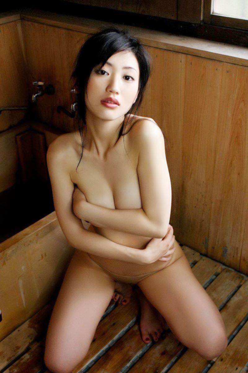 巨乳 手ブラ画像 24