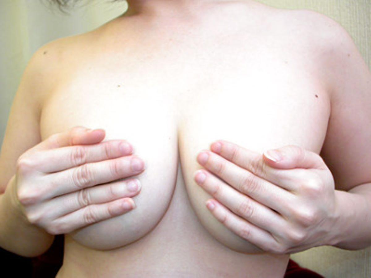 巨乳 手ブラ画像 116