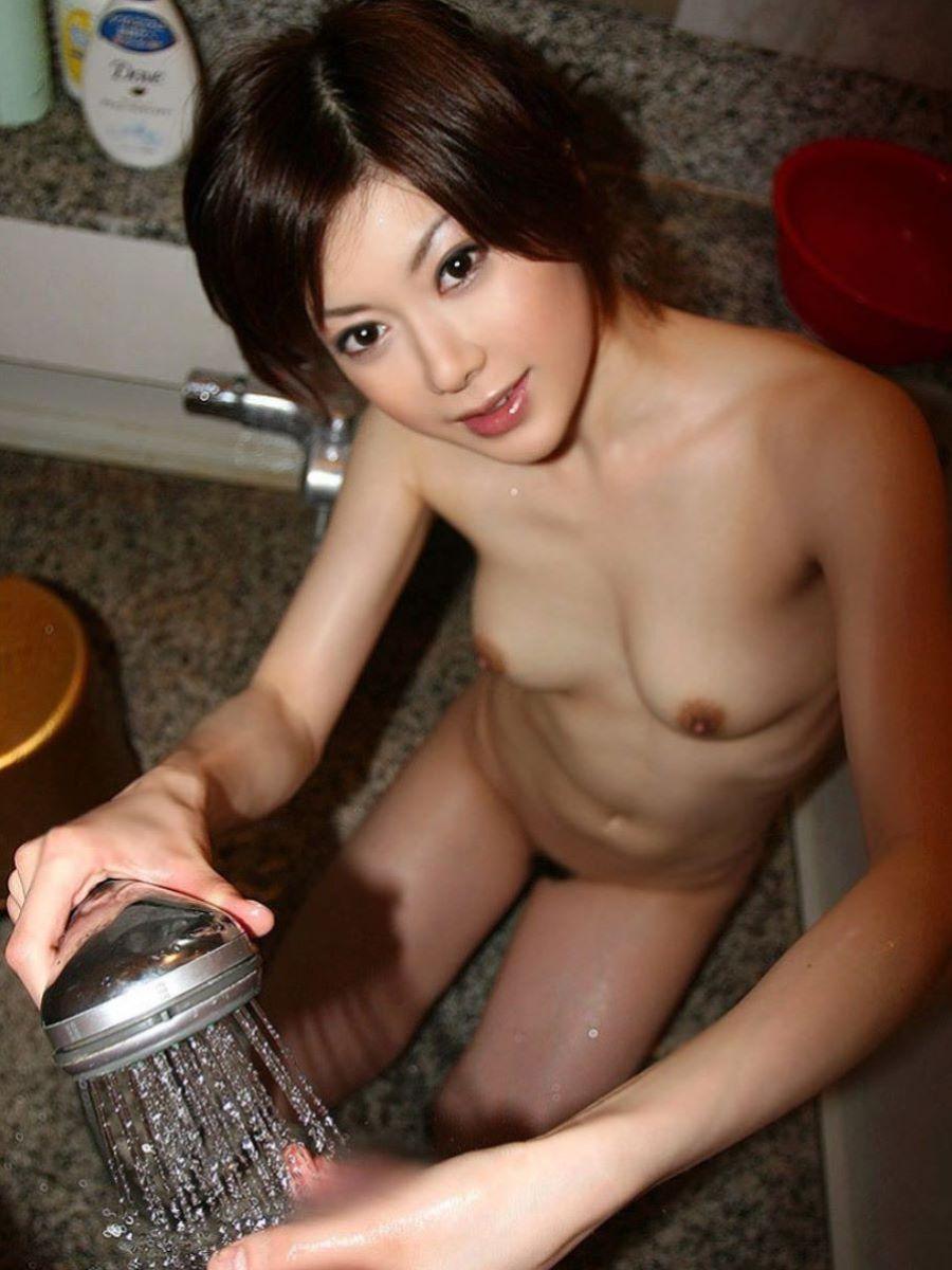 お風呂場 入浴中 手コキ画像 61