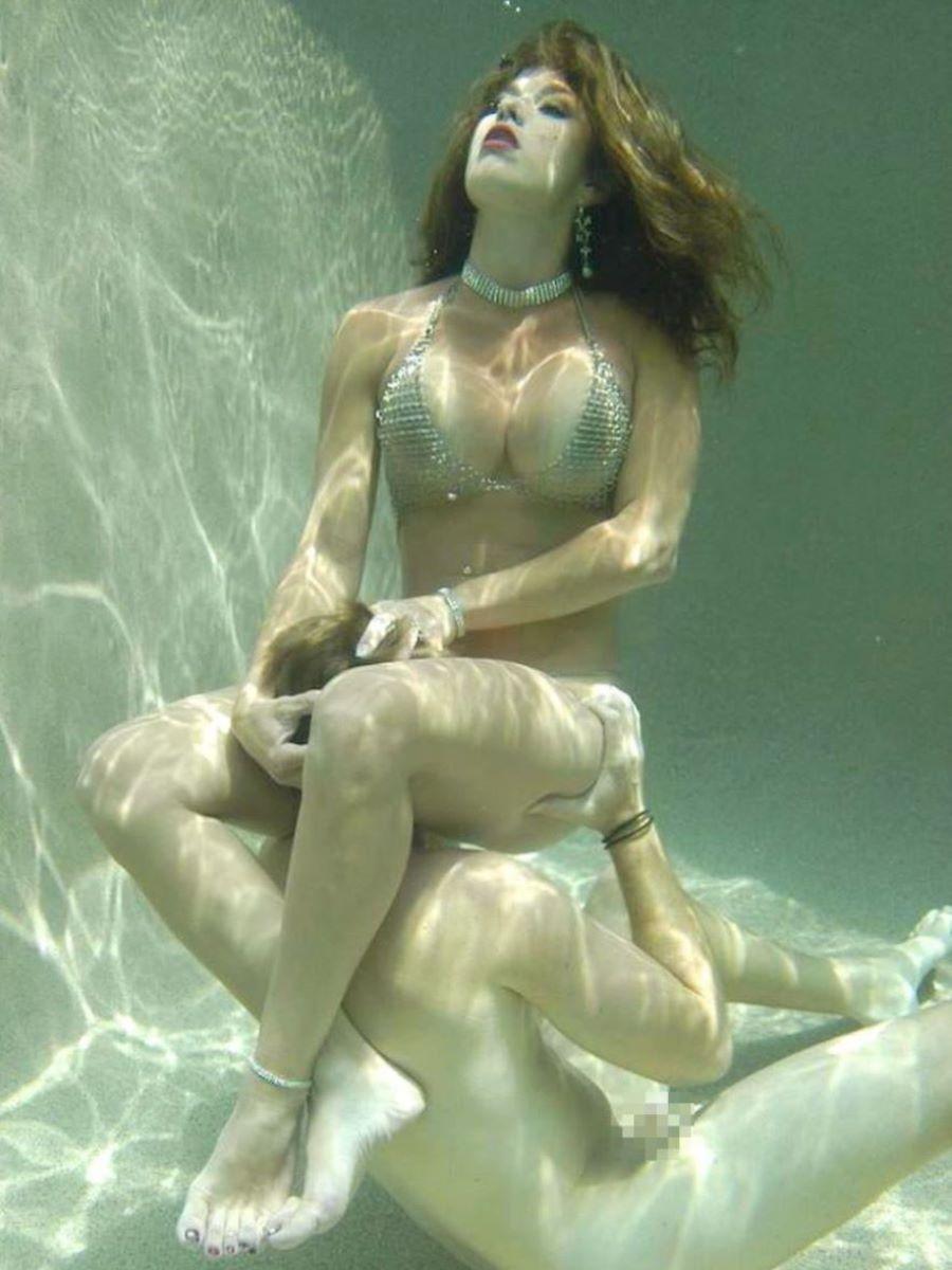 水中フェラ 水中クンニ エロ画像 8