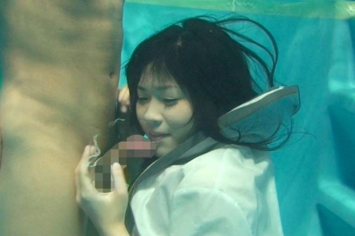 水中フェラ 水中クンニ エロ画像 48