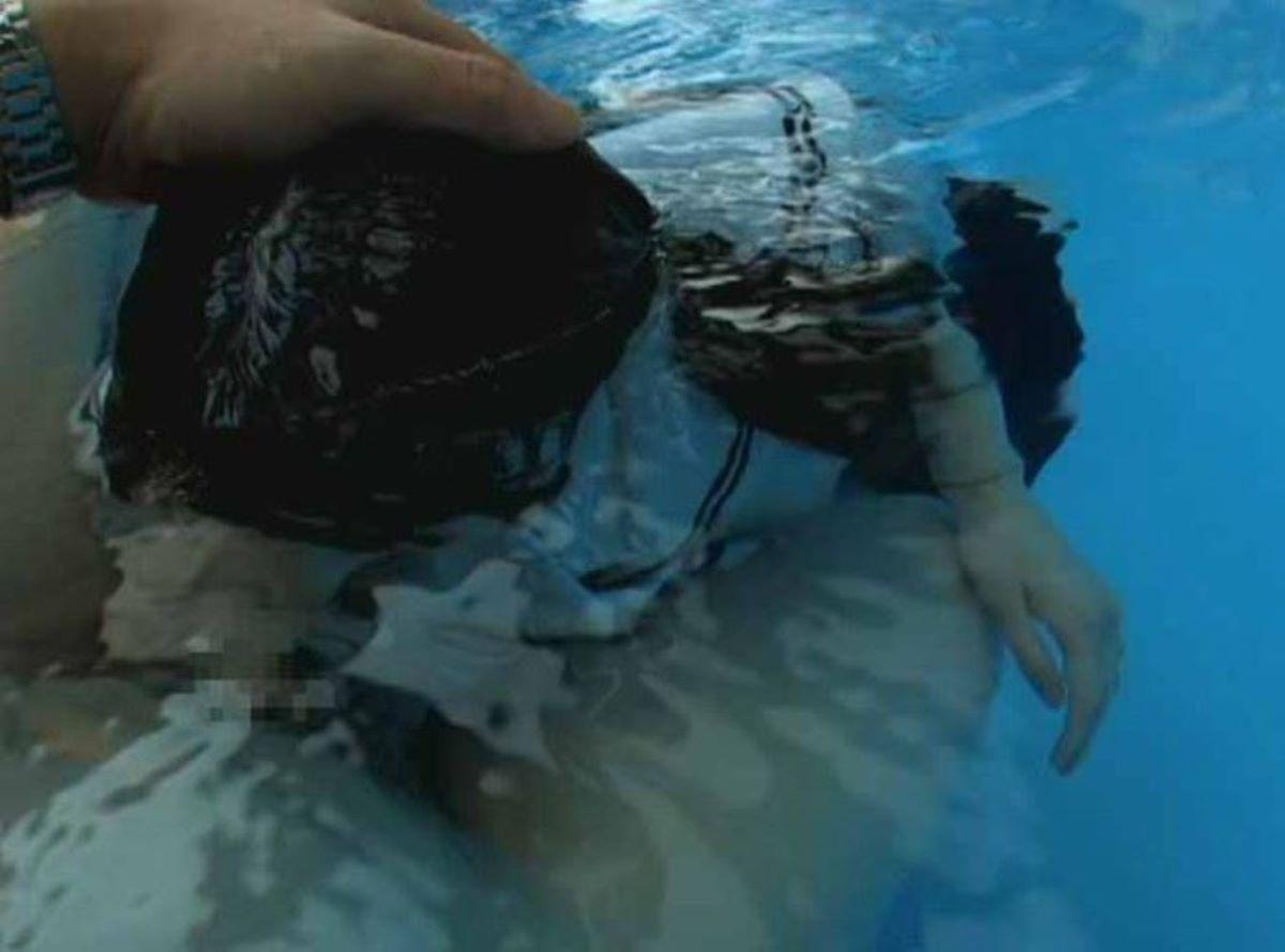水中フェラ 水中クンニ エロ画像 54