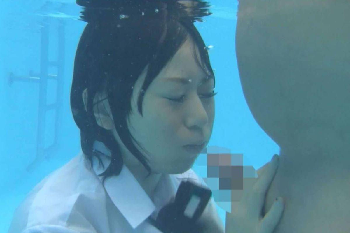 水中フェラ 水中クンニ エロ画像 56