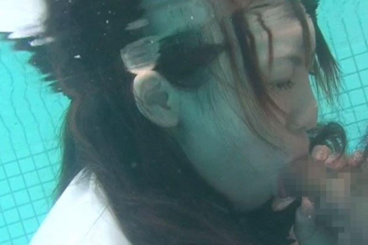 水中フェラ 水中クンニ エロ画像 60