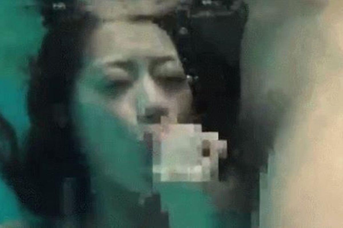 水中フェラ 水中クンニ エロ画像 67