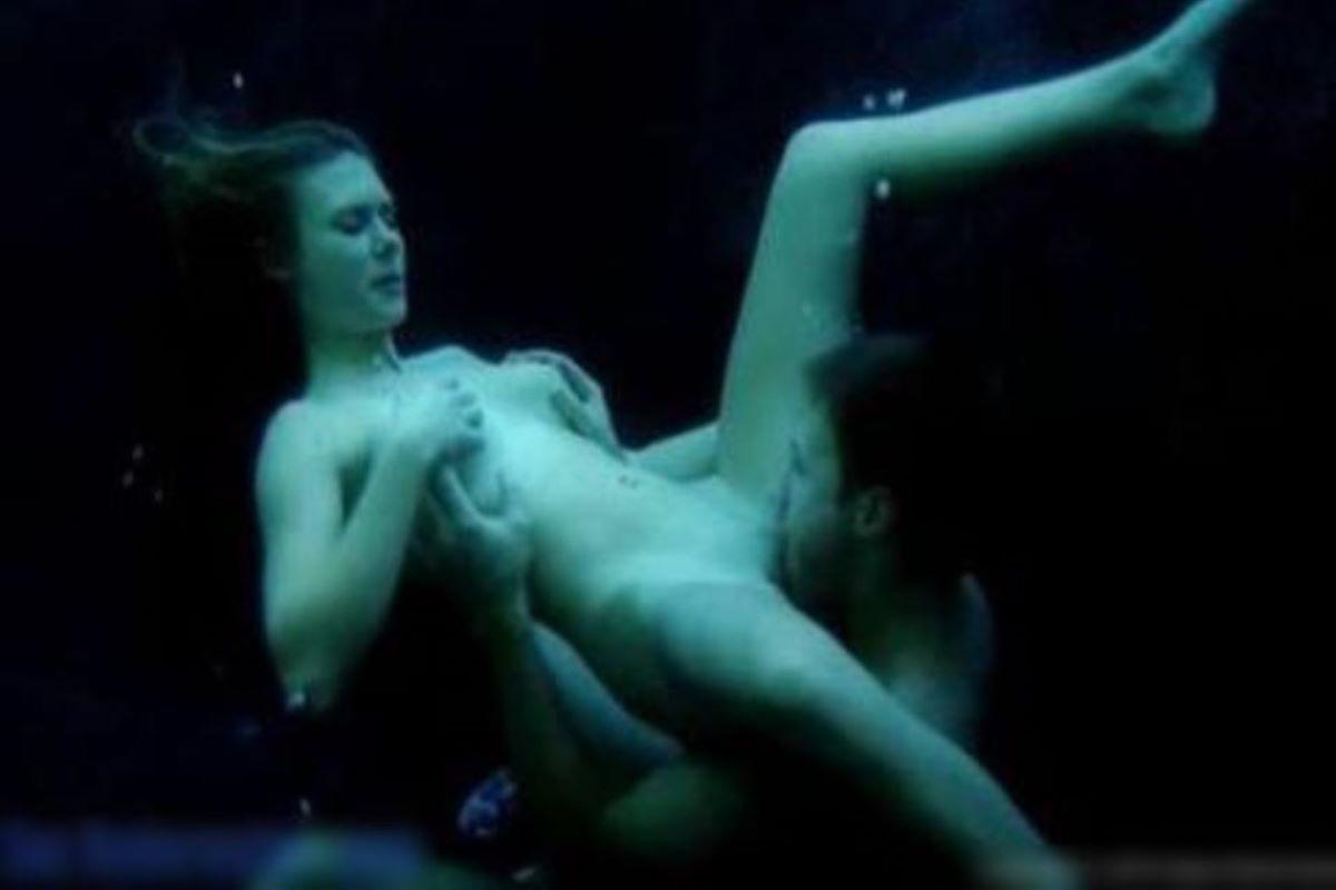 水中フェラ 水中クンニ エロ画像 74