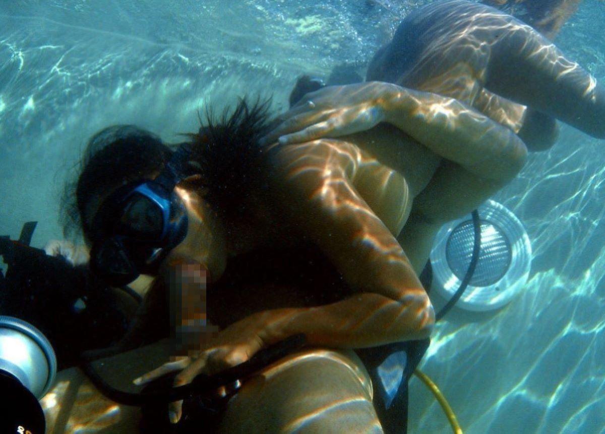 水中フェラ 水中クンニ エロ画像 88