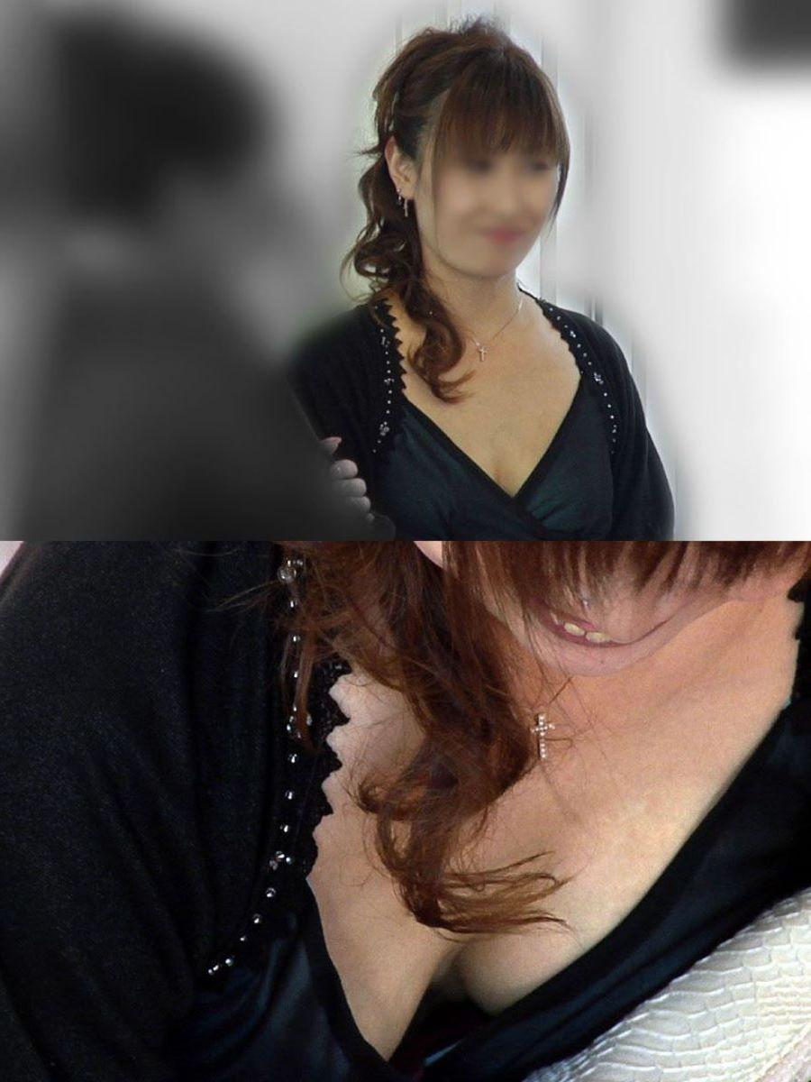 販売員 店員 胸チラ画像 26